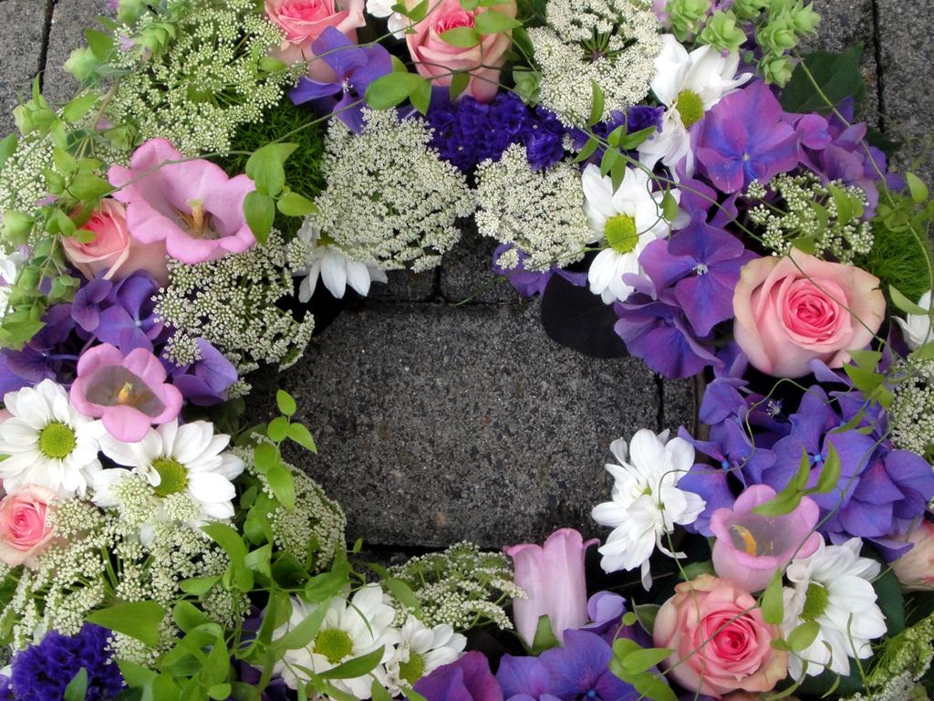kranz mai juni blumen ballenberger das floristikfachgesch ft in kronberg. Black Bedroom Furniture Sets. Home Design Ideas